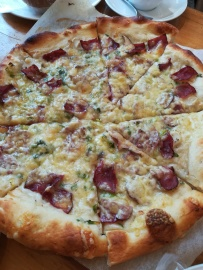 bacon and veggie pizza